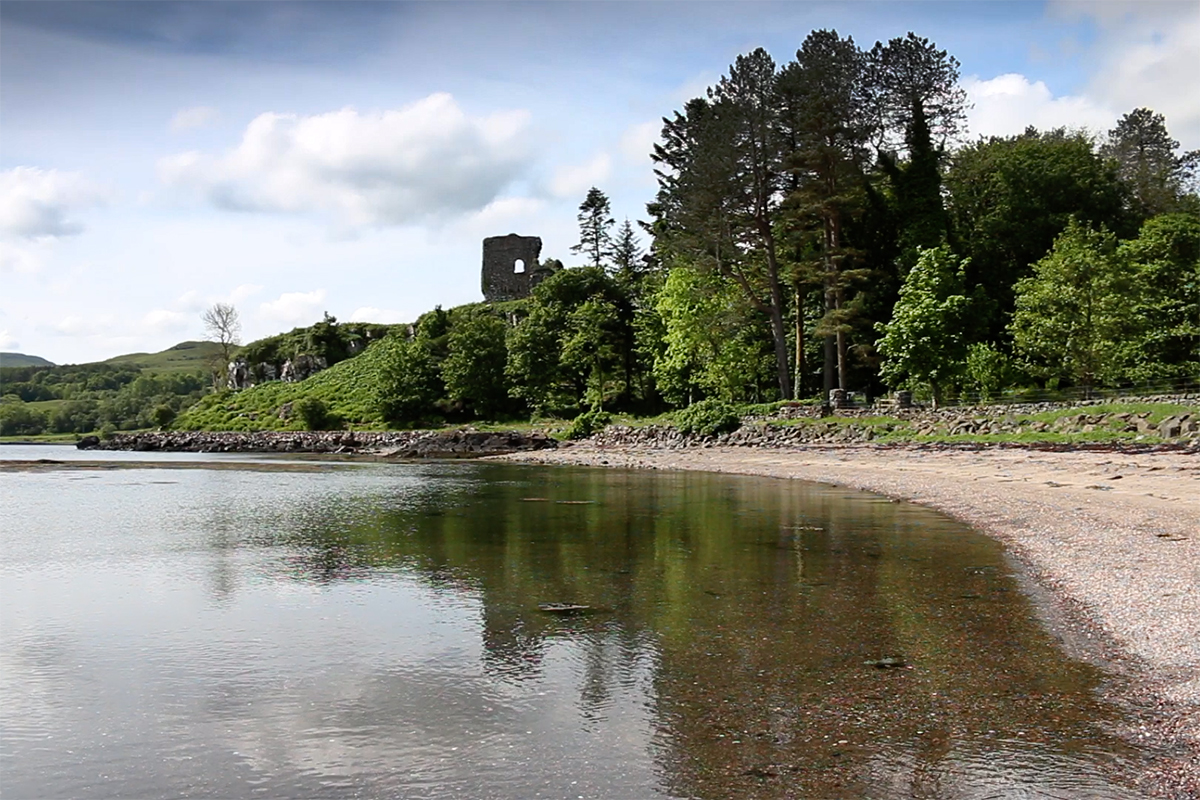 Port an Tobire beach is tucked beneath a ruined castle on Mull's east coast