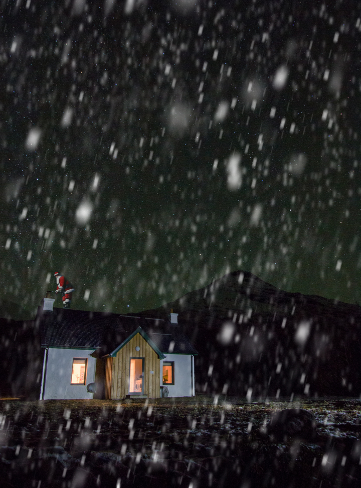 Pet friendly holiday cottage on Mull, Dobhran Croft at Lochbuie pictured at night while snow is falling - the perfect place to spend Christmas on Mull