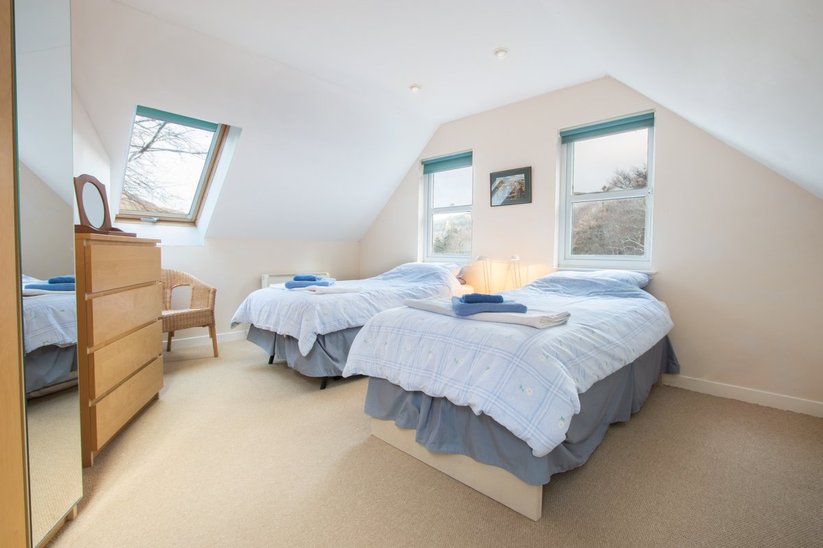 Calgary bay cottage is a lovely holiday cottage in north west mull twin bedroom on the first floor solutioingenieria Choice Image