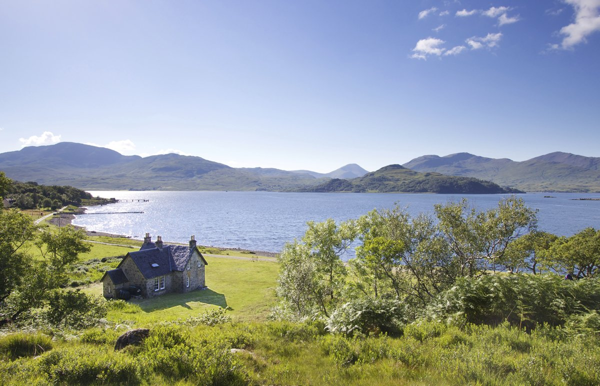 We all dream of going on holiday and staying in cottages by the sea on the Isle of Mull, a rugged and wildly beautiful Scottish island. With these, you can!