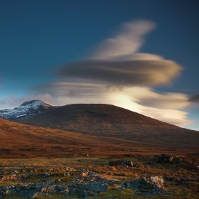 Lenticular cloud on Ben More at sunset