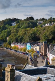 Tobermory's main street and a low tide