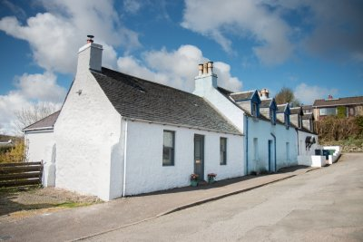 The cottage is in a quiet residential area in Tobermory