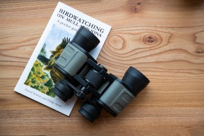 Make the cottage your own wildlife hide with binoculars and books provided