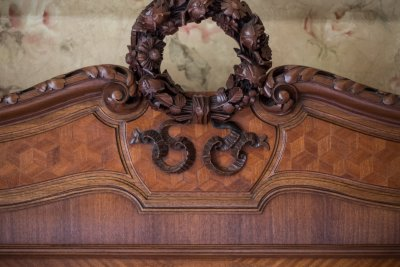 Beautiful Victorian antique bed with carving detail