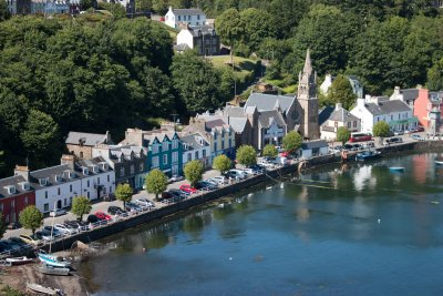 Explore Tobermory's harbour front