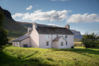 Balmeanach Farmhouse enjoys a private and peaceful location in large gardens beside the sea