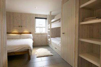 Double bedroom with bunks