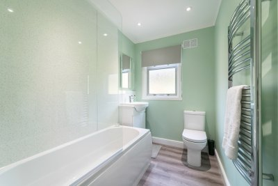 The family bathroom serves the master bedroom with a beautiful modern finish