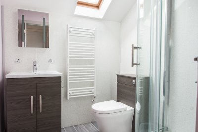 Ensuite for the master double bedroom