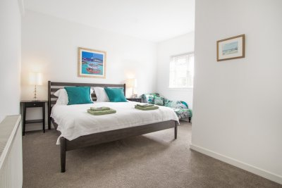 Double ensuite bedroom in Cove
