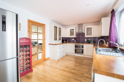 Excellent family kitchen with modern appliances