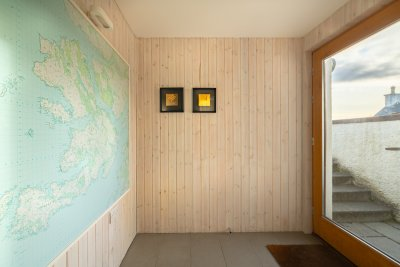 Entrance to Bookend cottage with Mull map