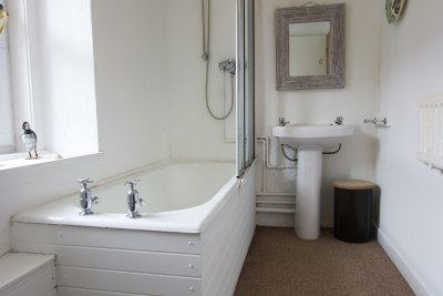 Bathroom (ensuite to ground floor double)