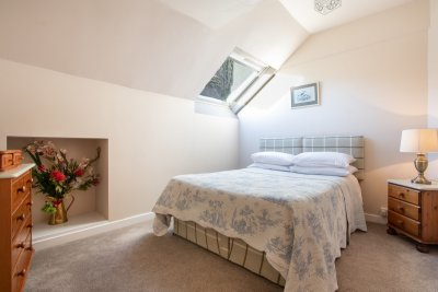 Sleep soundly in the comfortably furnished second double bedroom