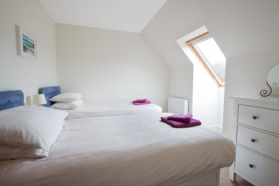 Twin bedroom at Puffin Cottage