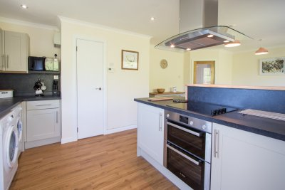 Modern, well equipped fitted kitchen