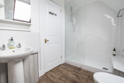 Lovely en suite bathrooms for all bedrooms
