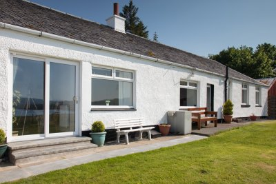 Tigh Bhan Cottage all on one level with views towards the sea