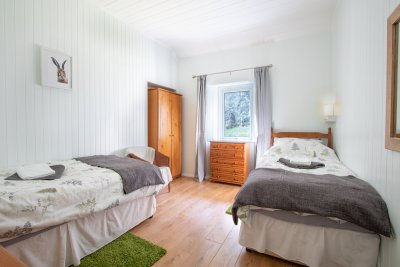 Twin bedroom in this self-catering property