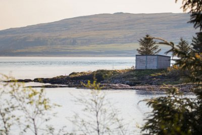 The wooden wildlife hide at Fishnish on Mull
