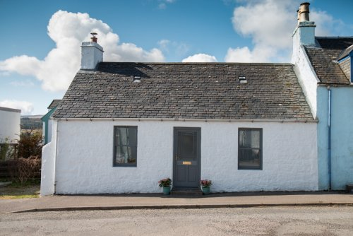 14 Victoria Street in Tobermory