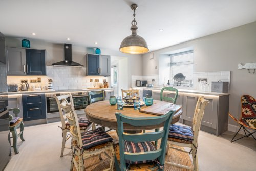 Come together to prepare a meal and enjoy an informal breakfast in the high-spec kitchen