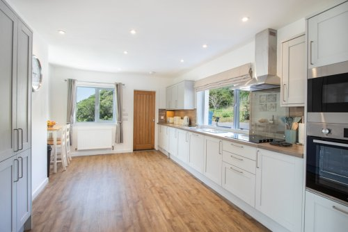 Modern, bright and well appointed kitchen