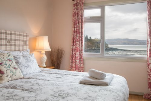Double bedroom with amazing sea views (king sized bed)