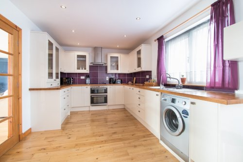 Fitted kitchen at Dragonsfly Rest