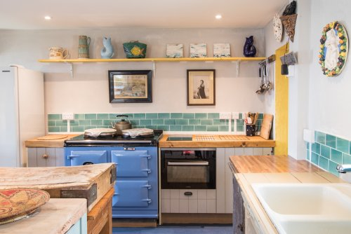 Wonderful kitchen with sitting area - perfect for family gatherings and sociable cooking!