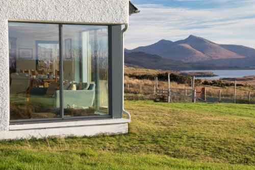 Living room and view to Ben More