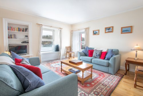 Living room with amazing views in Ulva apartment