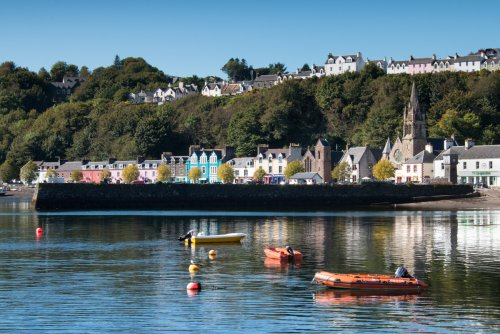 Tobermory harbour with its brightly painted houses